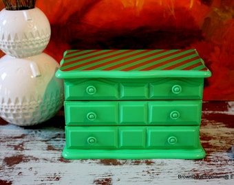 Vintage jewelry box painted Kelly Green // Green jewelry box