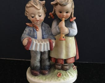 M.I.HUMMEL #218/0~BIRTHDAY SERENADE~TM4~Double Figurine