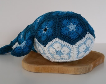Crochet Whale from african flowers , African flower walvis
