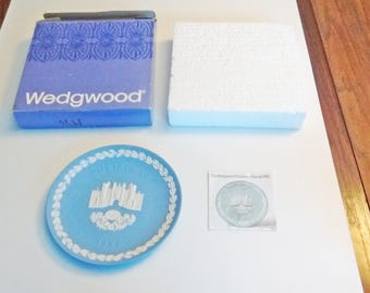 1976 Wedgwood Christmas Plate Blue and White Jasper ware Hampton Court in original box with documentation 8 in Series limited edition