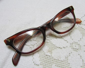 Vintage Liberty cats eye faux tortoise shell eye glasses with case  60's classics estate find size 5 1/2