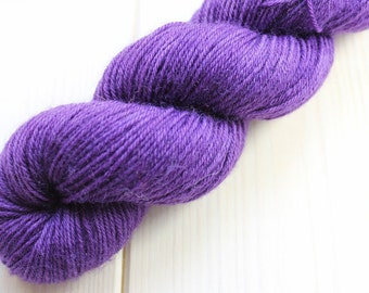 Skein hand - dyed Fingering - superwash Merino - 50 g / 200 m - deep purple