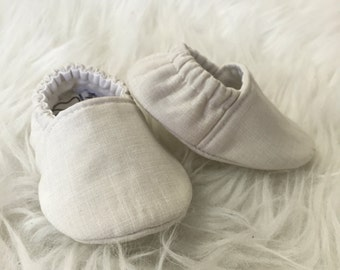 Baby Moccs: Gender Neutral Beige / Baby Shoes / Baby Moccasins / Childrens Indoor Shoes / Vegan Moccs / Soft Soled Shoes / Montessori Shoes