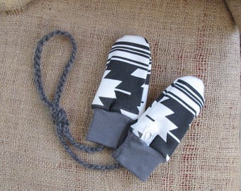 Organic Baby Mittens Neutral. Baby Mittens on String. Thumbless Mittens. Ready to Ship Christams Gift. Warm Baby Mittens. Organic Mittens