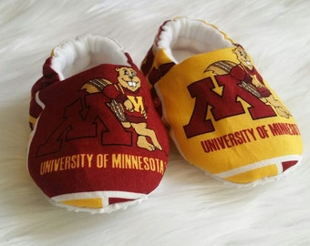 University of Minnesota Crib Shoes, College Baby Shoes, Baby Moccs, Soft Sole Shoes, Baby Slippers, Baby Moccasins, Baby Gift,