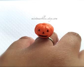 Adjustable Pumpkin Ring. Jack-O-Lantern. Halloween. Fall Harvest. Small Miniature Orange Pumpkins. Seasonal. Under 10. Gifts. Silver