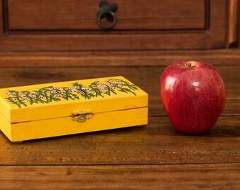 Exhausted yellow box, yellow little box, ITARTI, #ITARTIartesanal #ITARTIsignificando