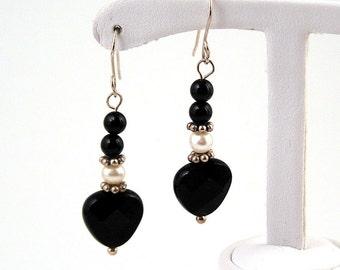 argent sterling, onyx et boucles d'oreilles perle coeur noir