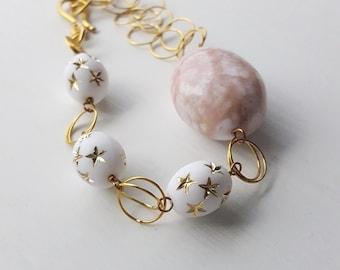 Flügel der Wunsch Armband - Vintage Lucite und Messing - gold Sterne - Kettenarmband