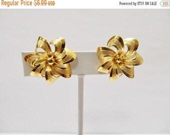 On Sale Vintage Textured Floral Earrings Item K # 1197