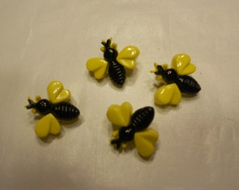 4  bumble bee buttons,, 16 x 17 mm (37)