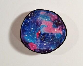 Galaxy 001 - Aquarell-Malerei auf einem Woodslice