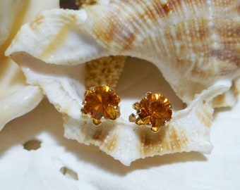 ON SALE 14k Buttercup Stud Earrings Yellow Stone Yellow Gold .70ctw .44 grams