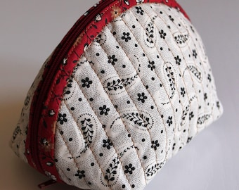 Handmade Dumpling pouch - fabric - quilted - red with colorful dots