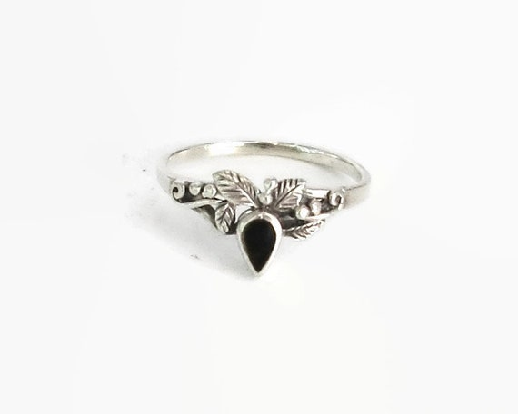 Sterling silver ring with tiny leaves and balls with tear drop shaped black-red stone, pretty, feminine, stackable, size N.5 / 7