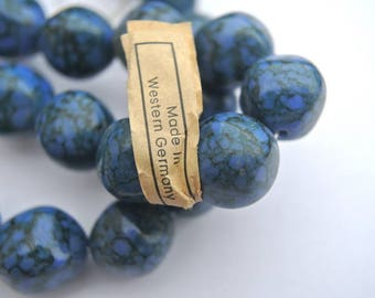 20 VINTAGE beads, blue lucite plastic beads 14mm made in Western Germany