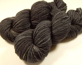 Hand Dyed DK Yarn, DK Weight Superwash Merino Wool Singles Yarn - Slate Grey Tonal - Knitting Yarn, Wool Yarn, Single Ply, Charcoal Gray