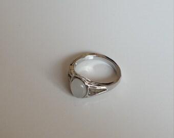 Bella Swan engagement ring. Edward vampire
