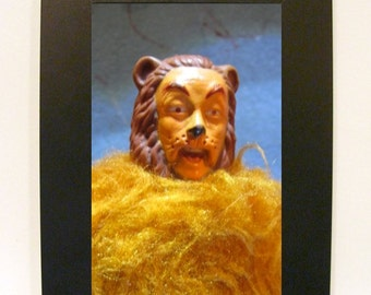 """Framed Cowardly Lion Toy Photograph 5"""" x 7"""" Wizard of Oz"""