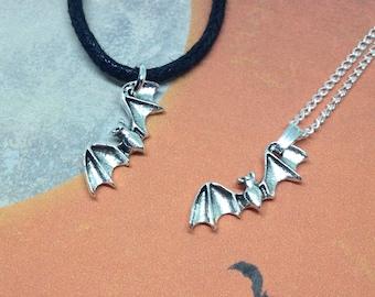 Bat Necklace, Halloween Necklace, Bat Jewellery, Vampire Necklace, Vampire Jewellery, Gothic Jewellery, Flying Bat Charm, Halloween Jewelry