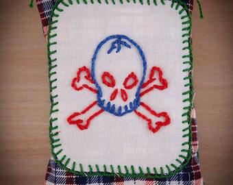 Blue skull embroidered lavender sachet // Sachet de lavande
