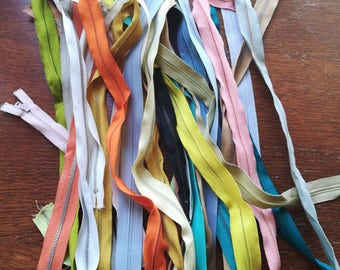 Lot of 30 vintage zippers