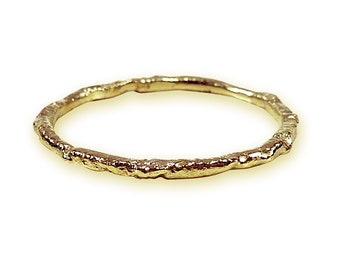 Dainty gold ring with handmade structure, stacking ring - handmade by SILVERLOUNGE