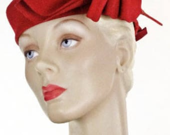 1930s 1940s Hat Red Wool Tam Beret Structured Wool Feather #1461