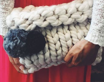 Knitting clutch