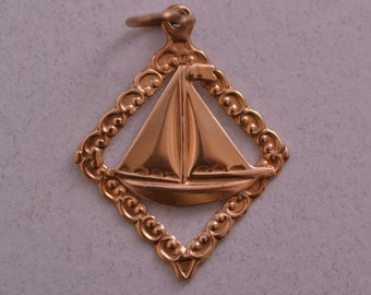 9ct Yellow Gold Vintage Yacht Charm (756h)