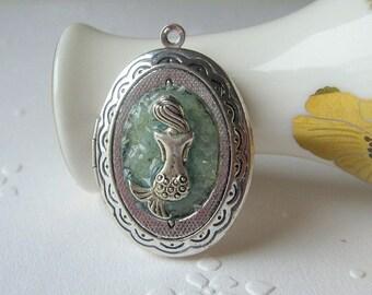 Mermaid Locket, Mermaid Necklace, Glass Glitter Necklace, Oval Locket, Sea Green Jewelry, Mermaid Jewelry, Seafoam Necklace,