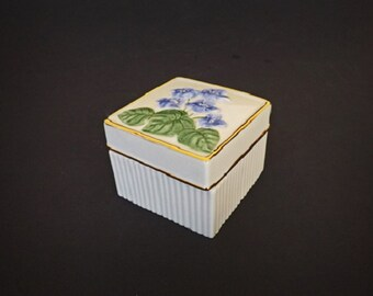 Vintage Lenox Trinket Box, Lenox China, Fine China, Blue Flowers, Decorative China, Home Decor, Home Accent, Lenox Figurine, Vintage Decor