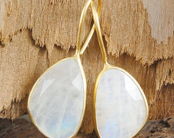 Moonstone Dangly Earrings, Moonstone Drop Earrings, Moonstone Earrings, Gold Drops, Gold Gemstone Earrings, White Gemstone Earrings