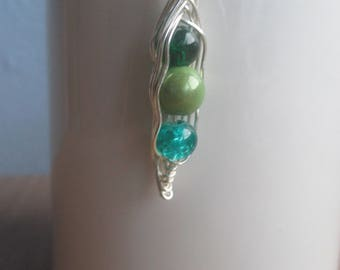 Pea Pod Pendant, Silver plated
