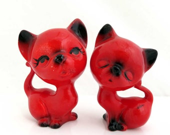 2 Vintage Porcelain Cat Figurines, Red Wedding Cake Toppers, Knick Knacks, Ceramic Love Cats Couple, Two Siamese Cats Kitsch Figurines