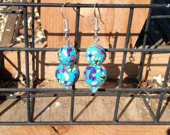 Earring, Handmade of Polymer Clay in turquoise with flowers.
