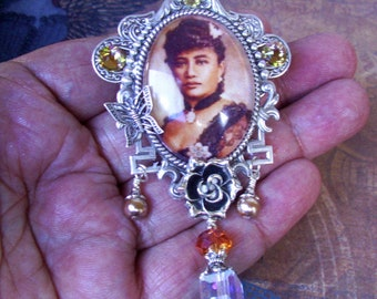 Hawaiian Monarchy Tribute Pin (P803) Queen Liliuokalani Brooch, Silver Antiqued Framework, Crystal and Bead Dangles, Tie Tack Backing