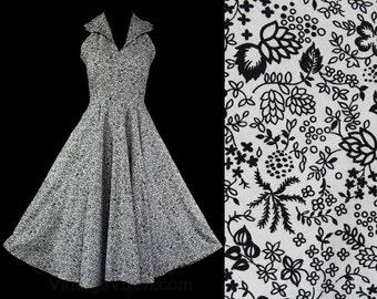 Size 8 Sun Dress - 1950s Black & White Floral Clover Cotton Halter - Girl Next Door 50s Pin Up - Full Circle Skirt - Waist 27 - 45550