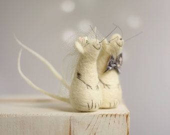 Needle Felted Mice - Needle Felt Mice Family - Art Doll Miniature - Needle Felt Animals - Newlyweds - Newlyweds Gift Idea - White - Wool
