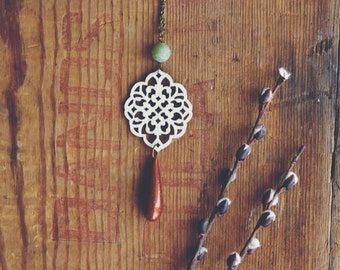 earthy floral teardrop necklace.