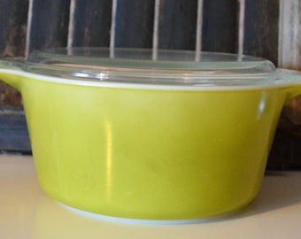 Pyrex 1.5 quart olive green covered cassarole