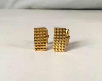 1970s geometric cufflinks goldtone rectangular pyramid