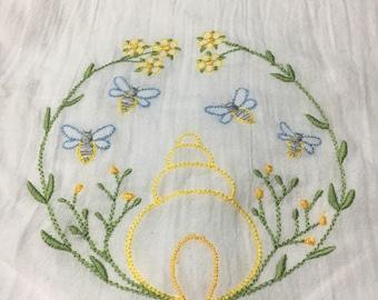 Bee Tea towel or kitchen towel