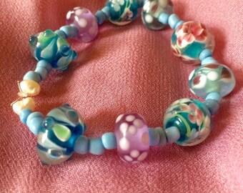 Blue glass beaded spring flowers bracelet