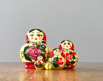Small Vintage Traditional Soviet / Russian Matryoshka Nesting Dolls - Set of Five