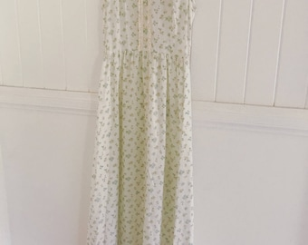Sweetest Vintage Floral Cotton dress size small