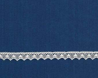 Ribbon embroidery off-white lace