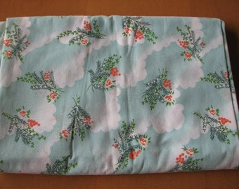 Vintage Fabric - Mint Green Floral 1980s, PolyCotton blend, 2.5 yd / 2.3 m for Blouses, Summer Weight