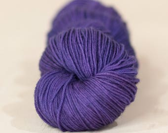Mariposa // 4 ply yarn, fingering yarn, super wash yarn, indie dyed yarn, hand dyed yarn, tonal yarn, purple yarn, 100% SW Merino