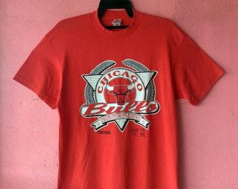 Chicago Bulls vintage   nba official 1992   trench shirt size L 6e28d8d2e